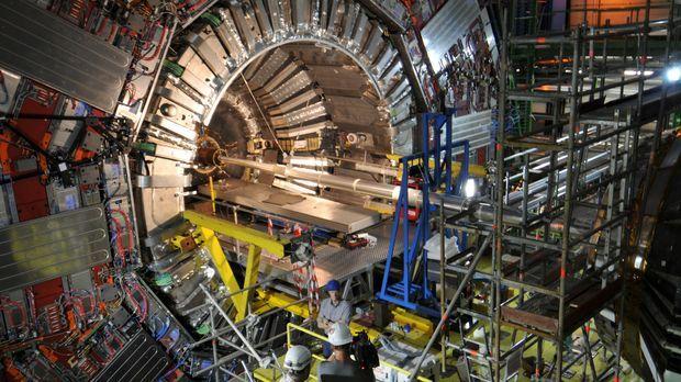 Der Large Hadron Collider (LHC) ist ein Teilchenbeschleuniger am Europäischen...