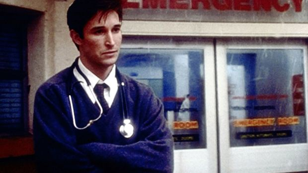 Als Carter (Noah Wyle) deutlich wird, dass sich sein Freund umgebracht hat, m...