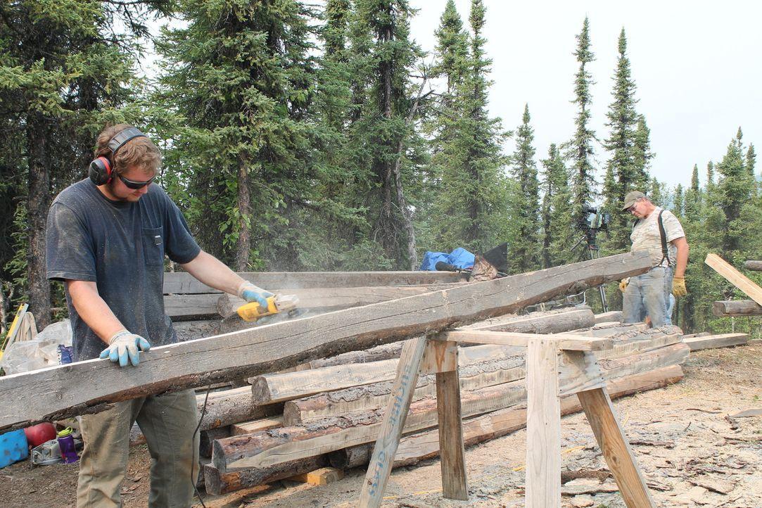 Fernab von allen Menschen möchte Bryce (l.) ein Haus für sich und seine Familie errichten, um in der Natur zur Ruhe kommen zu können ... - Bildquelle: 2015, DIY Network/Scripps Networks, LLC. All Rights Reserved.