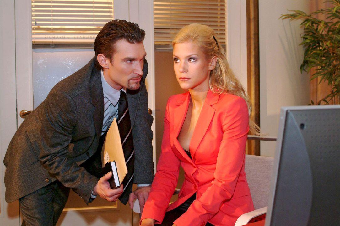 Richard (Karim Köster, l.) wird klar, dass Sabrina (Nina-Friederike Gnädig, r.) zur Not mit allen Mitteln um seine Zuneigung kämpft. - Bildquelle: Monika Schürle Sat.1