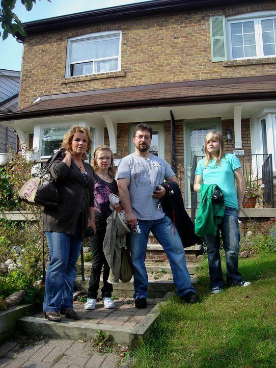 Freuen sich auf ein neues Leben in Toronto: Alexander Tenzer (2.v.r.), Kirsten Kolberg (l.) und ihre Kindern Lara (r.) und Justin (2.v.l.) ...