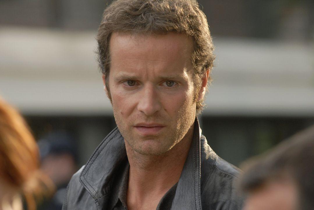 Kann Matthieu (Guillaume Cramoisan) den Ehemann einer ermordeten Frau noch lebend finden? - Bildquelle: Jean-François Baumard 2008 - Beaubourg Audiovisuel/BeFilms/RTBF (Télévision Belge)