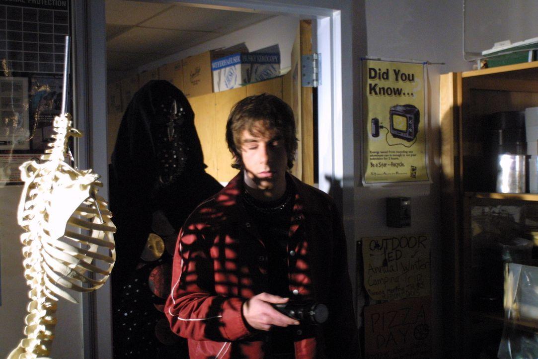Der Mörder lauert den spielenden Jugendlichen auf - was hat er mit ihnen vor? - Bildquelle: Regent Entertainment