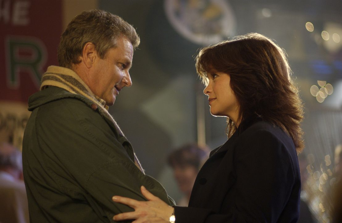 Ende gut, alles gut: Kathleen (Valerie Bertinelli, r.) und ihr Bruder Hank (William Russ, l.) ... - Bildquelle: CBS International Television