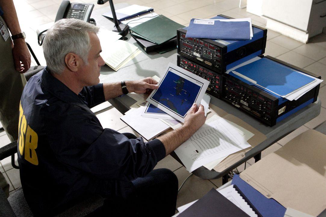 Die Ermittler der Behörde für Transportsicherheit analysieren die Flugroute von Chalk's Ocean Airways Flug 101. Am 19. Dezember 2005 explodiert eine... - Bildquelle: Ian Watson Cineflix 2009
