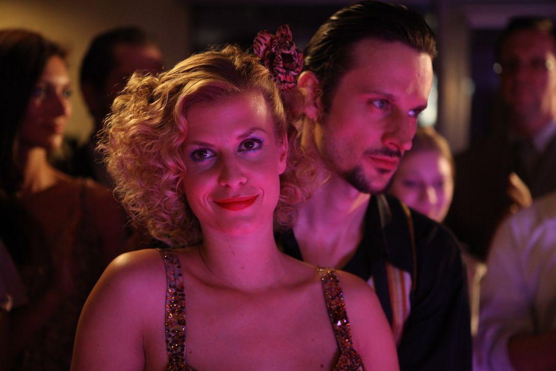Genießt den Tanzwettbewerb in vollen Zügen: Rike (Theresa Underberg) ... - Bildquelle: Petro Domenigg SAT.1