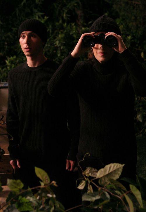 Als Lois (Jane Kaczmarek, r.)mitbekommt, dass Reese (Justin Berfield, l.) von vier High School-Schönheiten verarscht wurde, schwört sie den Mädch... - Bildquelle: TM +   2000 Twentieth Century Fox Film Corporation. All Rights Reserved.