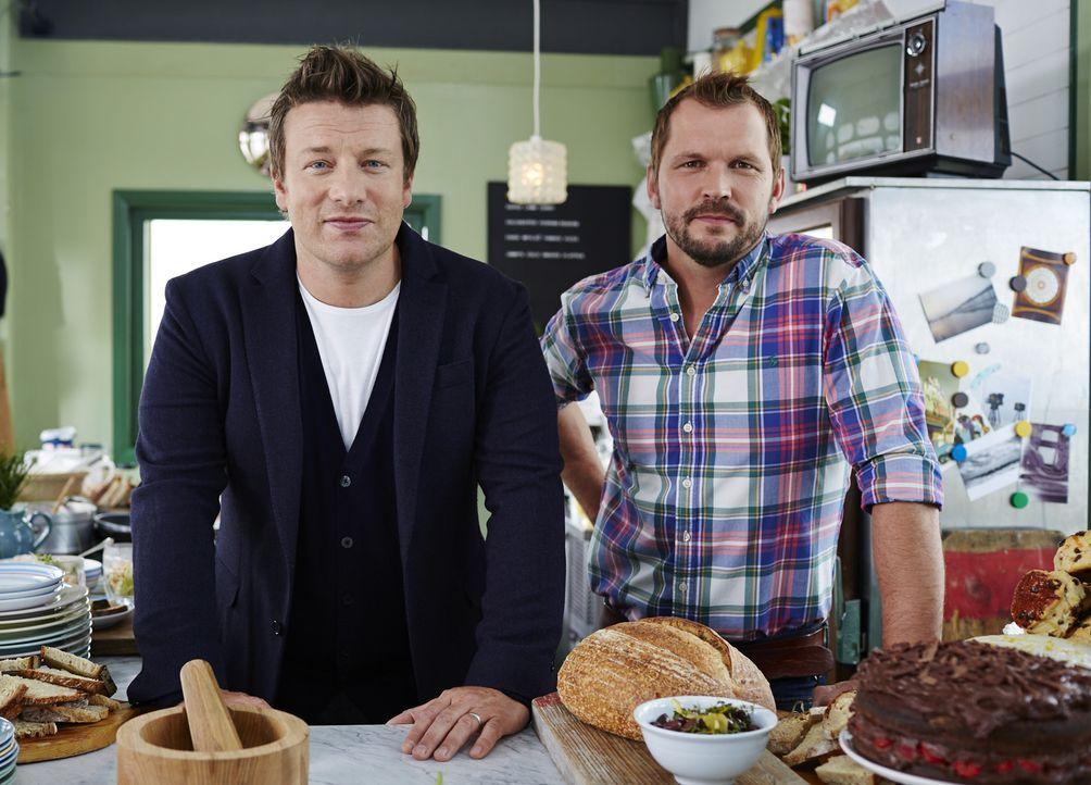 Jamie (l.) und Jimmy (r.) reisen zurück in die Heimat, um den lange vergessenen Colchester Pudding wiederzubeleben ...