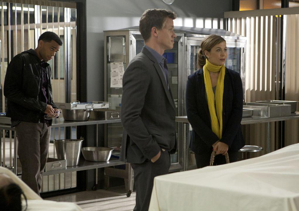 Um die Probleme zwischen den beiden erkennen zu können, muss Dr. Ryan (Sonya Walger, r.) die beiden Cops Travis (Michael Ealy, l.) und Wes (Warren... - Bildquelle: 2012 USA Network Media, LLC