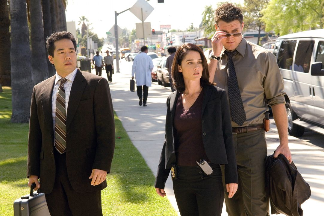Die Einheit des California Bureau of Investigation, CBI, wird von der attraktiven Agentin Teresa Lisbon (Robin Tunney, M.) geleitet. Ihre Assistente... - Bildquelle: Warner Bros. Television