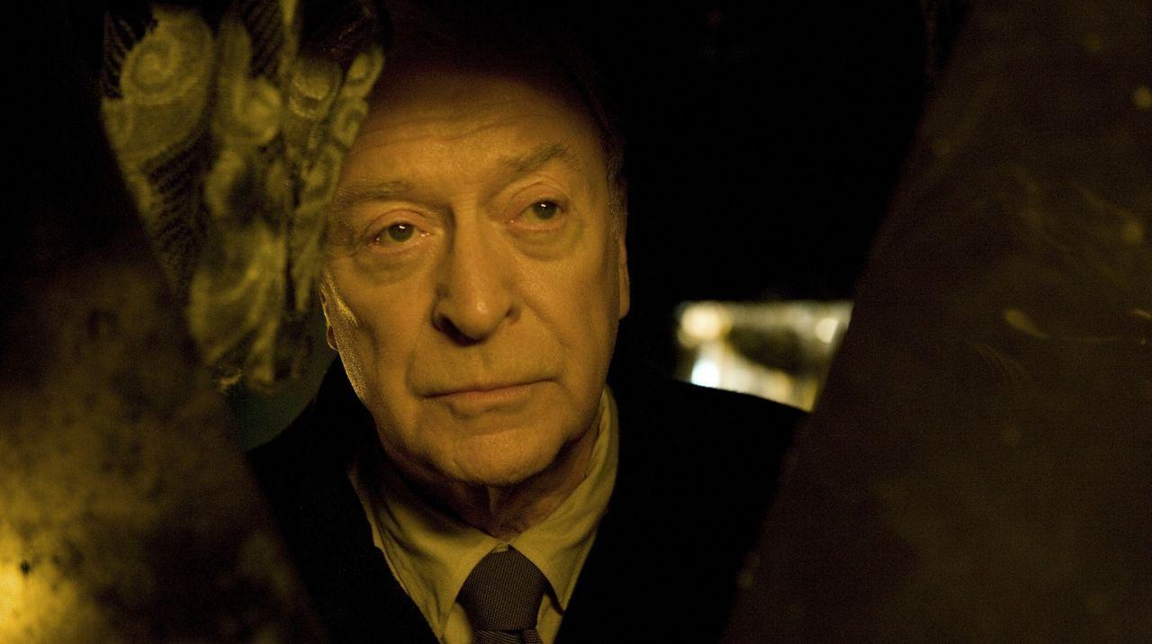 Vom friedlichen Pensionär zum kalten Racheengel: Pensionär Harry Brown (Michael Caine) ... - Bildquelle: Ascot Elite Home Entertainment GmbH