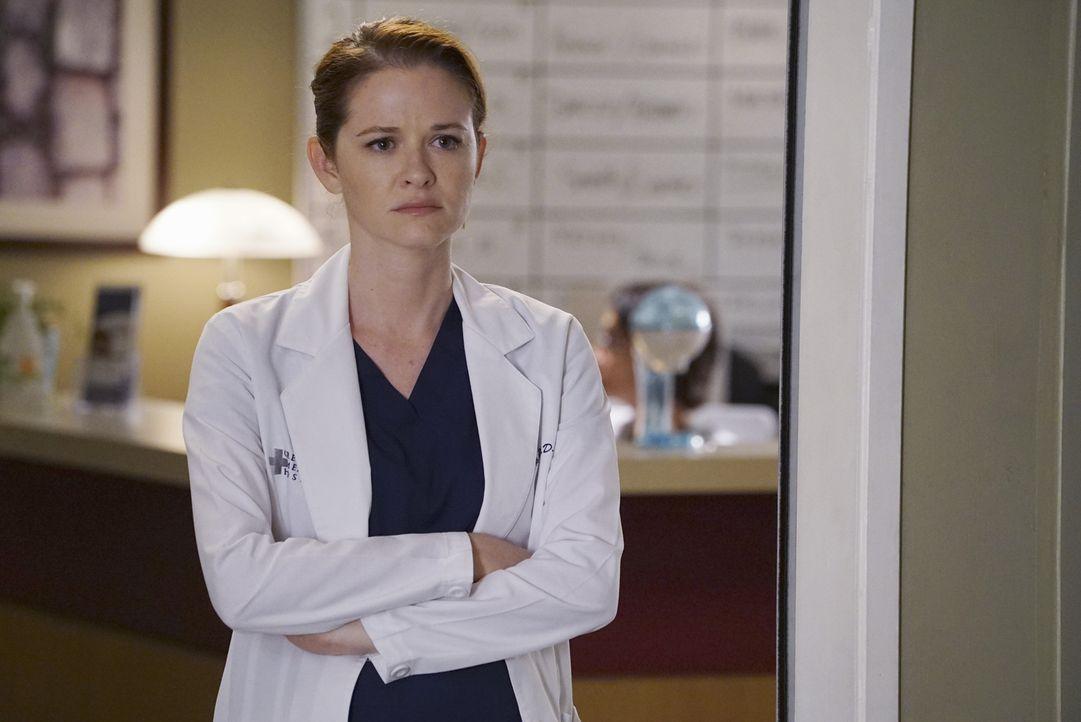 April (Sarah Drew) hat eine einstweilige Verfügung gegen Jackson erwirkt, was sie jedoch schon bald wieder bereut ... - Bildquelle: Eric McCandless ABC Studios