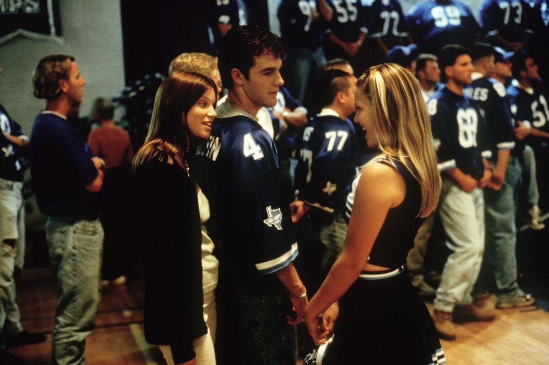 Football ist ihr Leben: Jules (Amy Smart, l.) und Darcy (Ali Larter, r.). Nur Jonathan (James Van Der Beek, M.) hat ein sehr gespaltenes Verhältnis... - Bildquelle: Paramount Pictures