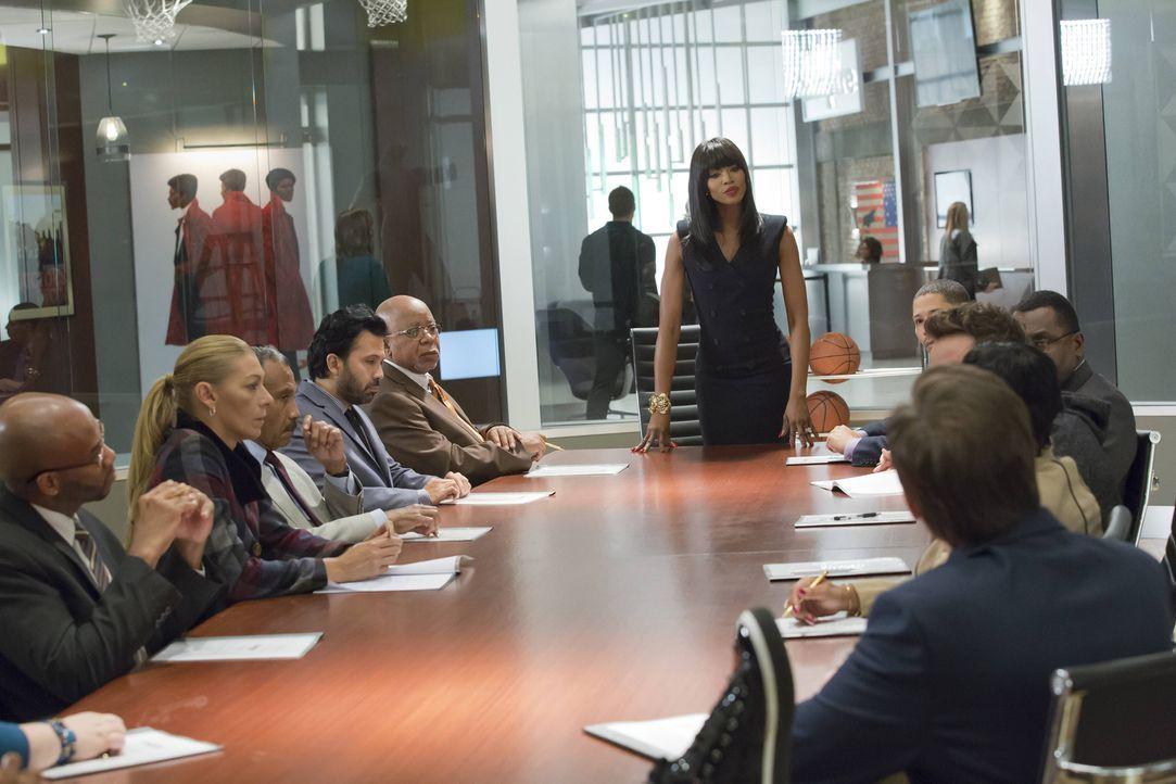 Wie weit wird Camilla (Naomi Campbell, stehend) gehen, um sich an Lucious zu rächen? - Bildquelle: Chuck Hodes 2015-2016 Fox and its related entities.  All rights reserved.