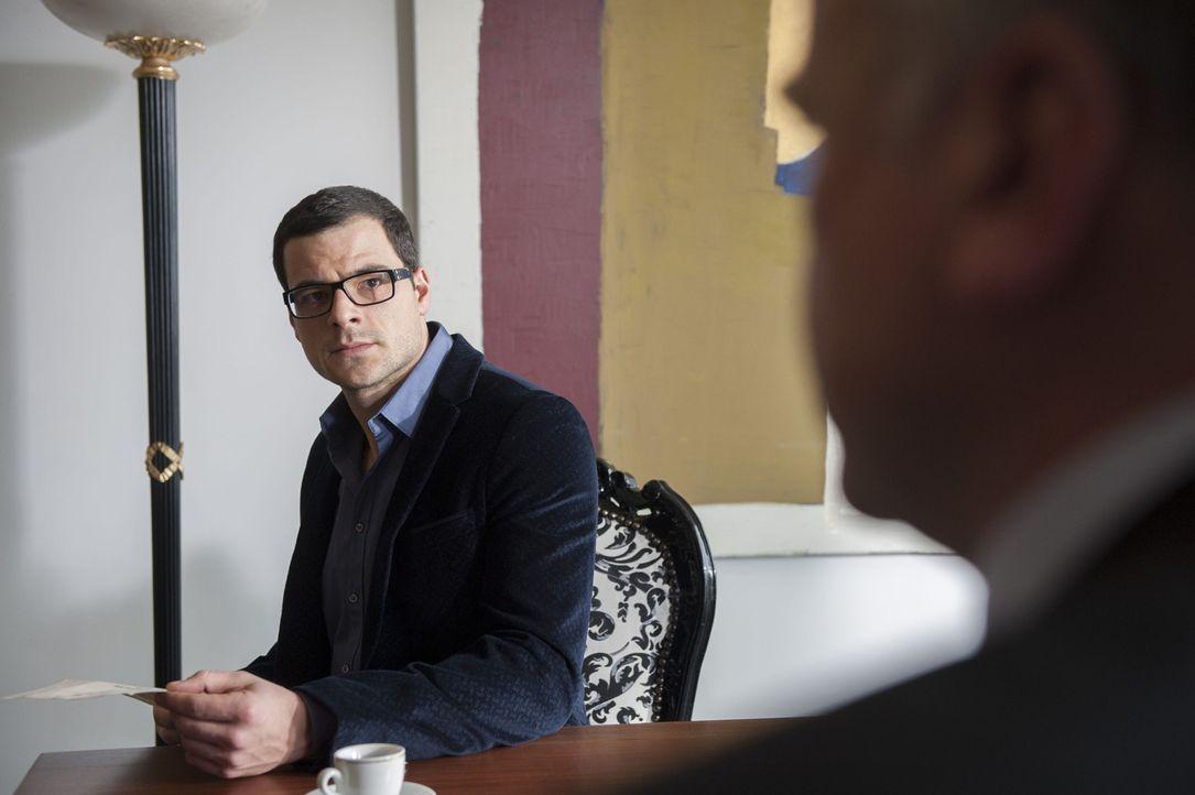 Während Uschi in Untersuchungshaft sitzt, gerät der Sohn (Tobias Licht) des Toten als Erbe und Nutznießer natürlich auch in das Visier der Ermittler... - Bildquelle: Martin Rottenkolber SAT.1