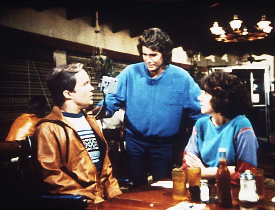 Jonathan (Michael Landon, M.) erfindet einen Grund, Scottie (James Troesh, l.) und Diane (Margie Impert, r.) allein zu lassen. - Bildquelle: Worldvision Enterprises, Inc.