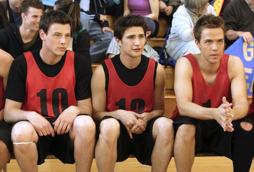 Warten auf ihren Einsatz: Declan (Chris Olivero, r.), Kyle (Matt Dallas, M.) und Charlie (Cory Monteith, l.) ... - Bildquelle: TOUCHSTONE TELEVISION
