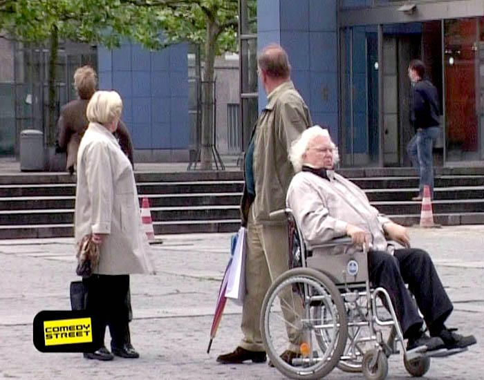 comedystreet-st-04-epi-03-grab-simon-gosejohann-04-prosiebenjpg 700 x 550 - Bildquelle: Guido Ohlenbostel ProSieben