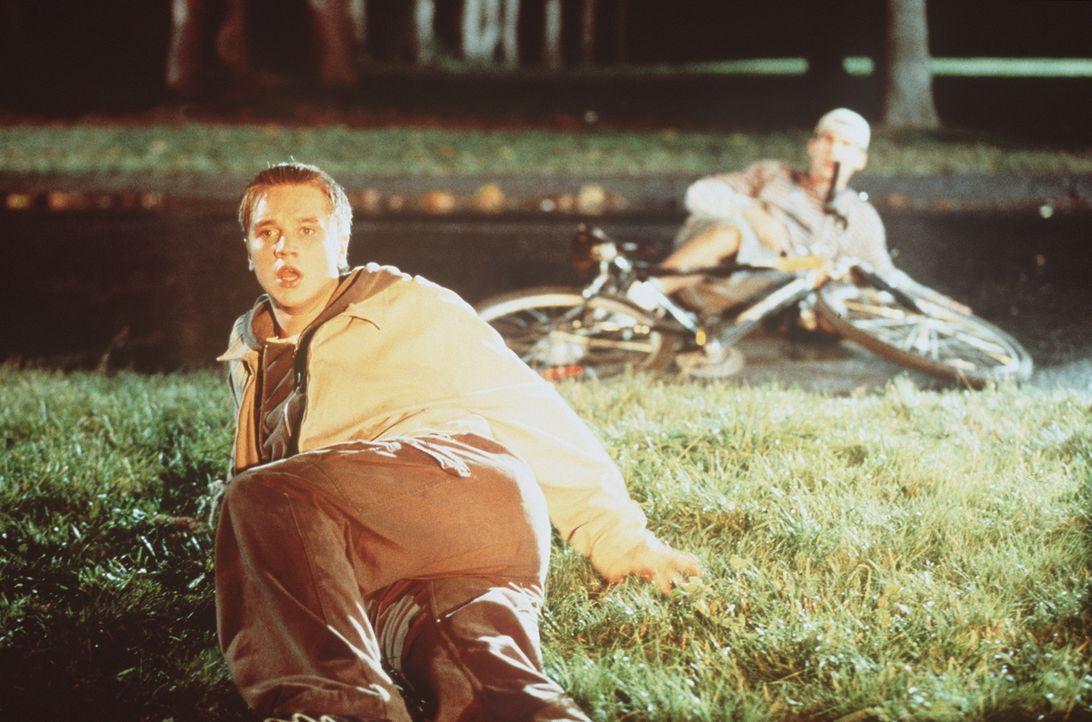 Als Alex (Devon Sawa, l.) am Brandherd von Billy (Seann William Scott, r.) gesehen wird, kommen ungute Beschuldigungen auf ... - Bildquelle: New Line Cinema