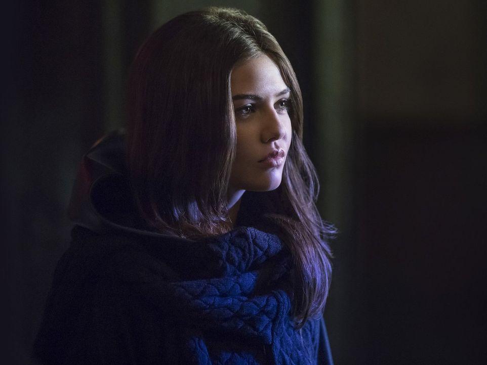 Davina (Danielle Campbell) macht Klaus und Hayley klar, wie gefährlich das Hollow wirklich ist und, dass nur eine Person die böse Hexe noch aufhalte... - Bildquelle: 2016 Warner Brothers