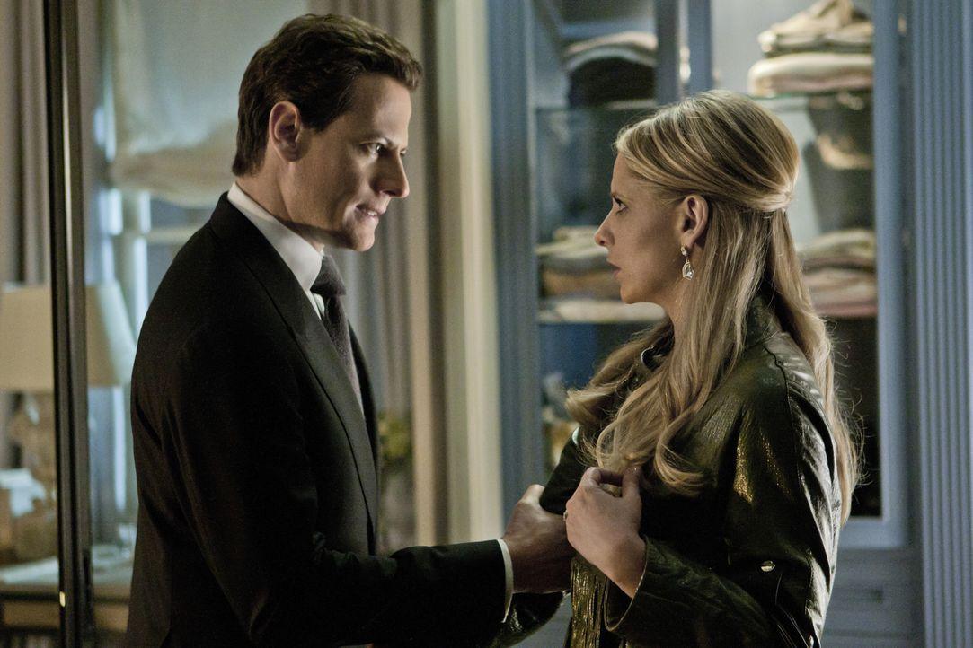 Werden sich Bridget (Sarah Michelle Gellar, r.) und Andrew (Ioan Gruffudd, l.) wieder versöhnen? - Bildquelle: 2011 THE CW NETWORK, LLC. ALL RIGHTS RESERVED