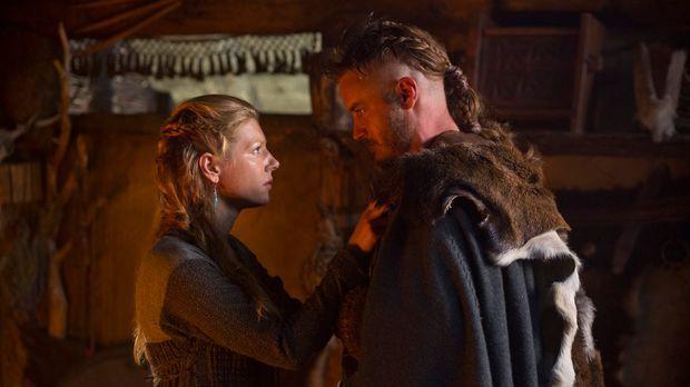 Als sich Lagertha (Katheryn Winnick, l.) und Ragnar (Travis Fimmel, r.) von e...