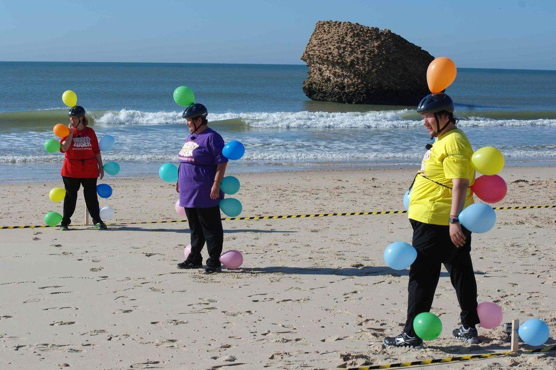 Die Kandidaten sind startbereit für den nächsten Wettkampf. Am Strand beginnt eine große Luftballonjagd. Dem Gewinner winkt ein wunderschöner Ausflu... - Bildquelle: Enrique Cano SAT.1