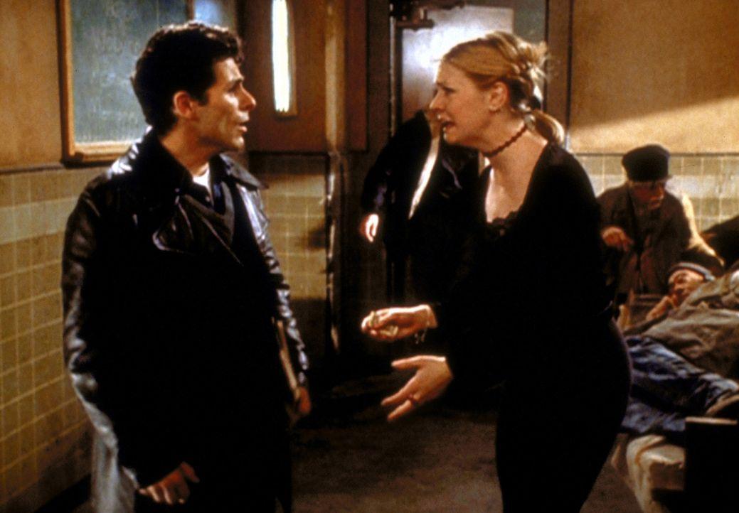 Sabrina (Melissa Joan Hart, r.) wird zur Strafe ihres Ungehorsams in ein Obdachlosenasyl geschickt. - Bildquelle: Paramount Pictures