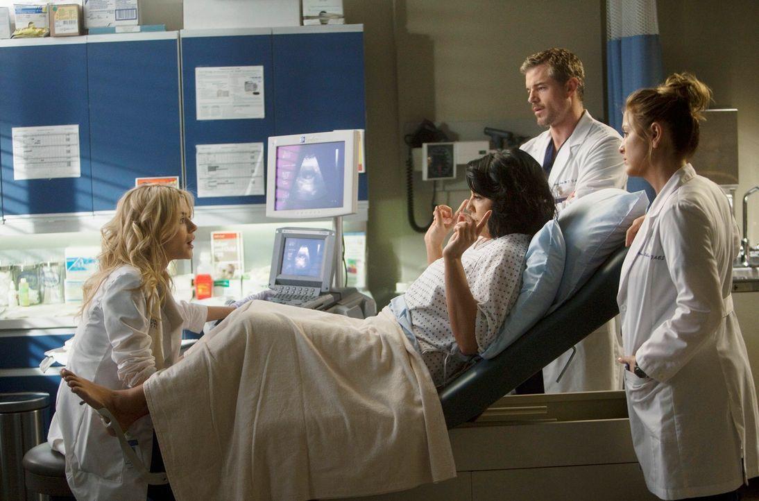 Während Meredith sauer ist, weil Alex Dereks Assistent in dessen Alzheimer-Versuchsreihe ist, stehen Callie (Sara Ramirez, 2.v.l.), Mark (Eric Dane,... - Bildquelle: ABC Studios