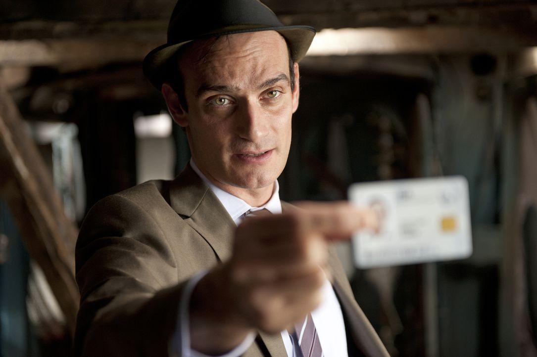 Was hat Agent Peter Turner (Anatole Taubman) nur vor? Die Freunde George, Julian, Dick und Anne versuchen dies herauszufinden ... - Bildquelle: 2011 Constantin Film Verleih GmbH