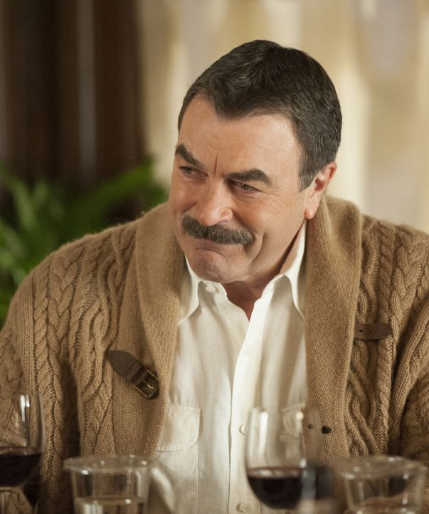 Nach dem lebensbedrohlichen Anschlag auf Bürgermeister Poole muss Frank (Tom Selleck) sofort Maßnahmen ergreifen, die die Lage in dem Problemviertel... - Bildquelle: Jojo Whilden 2013 CBS Broadcasting Inc. All Rights Reserved.
