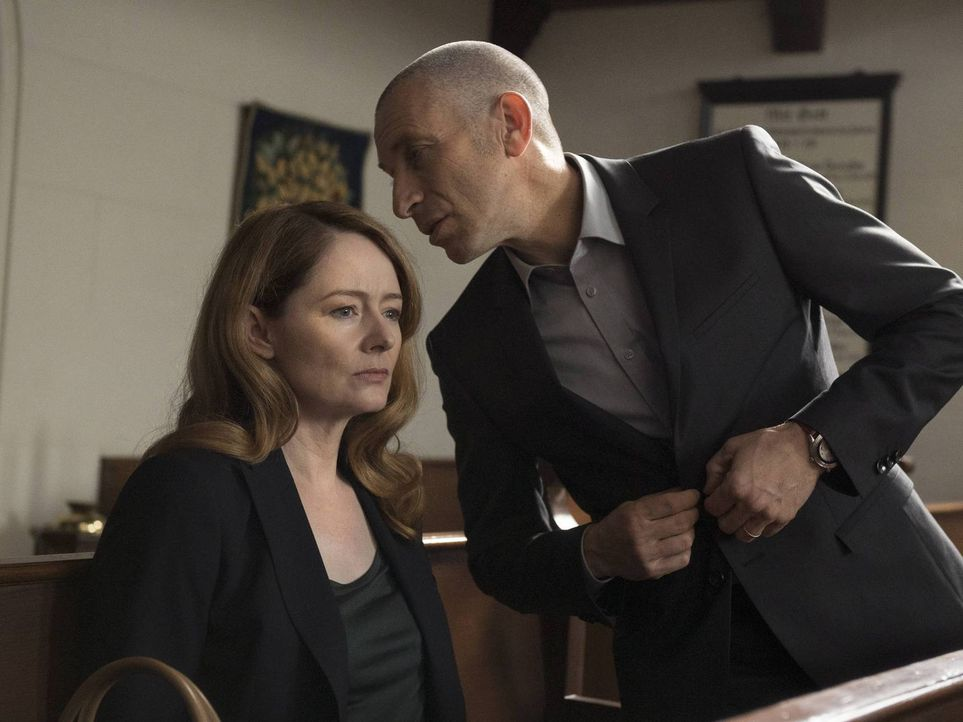 Wird ihre Zusammenarbeit auffliegen? Während Allison Carr (Miranda Otto, l.) sich darüber Sorgen macht, ist Ivan Krupin (Mark Ivanir, r.) noch ganz... - Bildquelle: Stephan Rabold 2015 Showtime Networks, Inc., a CBS Company. All rights reserved.