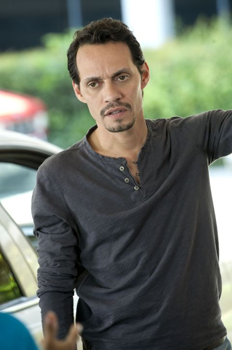Hat Detective Nick Renata (Marc Anthony) wirklich was mit dem Tod von dem Mann, der Christina überfallen hat, zu tun? - Bildquelle: 2011 Sony Pictures Television Inc. All Rights Reserved.