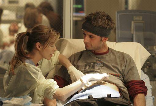 Grey's Anatomy - Meredith (Ellen Pompeo, l.) behandelt Viper (Callum Blue, r....