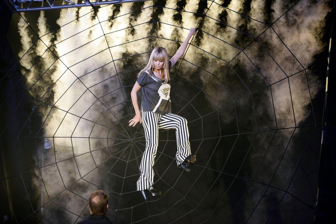 GNTM-Stf09-Epi06-Spider-Shooting-17-ProSieben-Oliver-S-TEASER - Bildquelle: ProSieben/Oliver S.