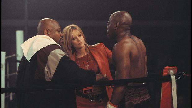 Gemeinsam mit Boxveteran Felix Reynolds (Charles S. Dutton, l.), den sie erfo...