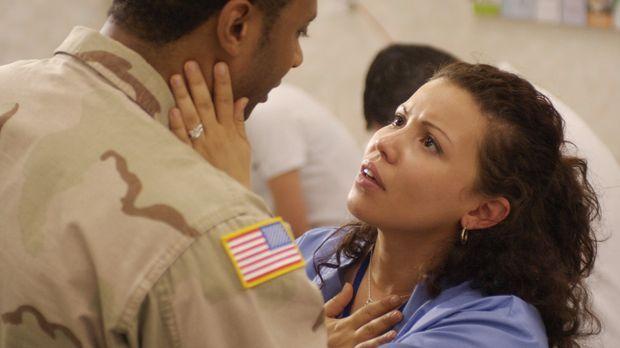 Alma Ansen (Justina Machado, r.) fürchtet um das Leben ihres Mannes Curtis (D...