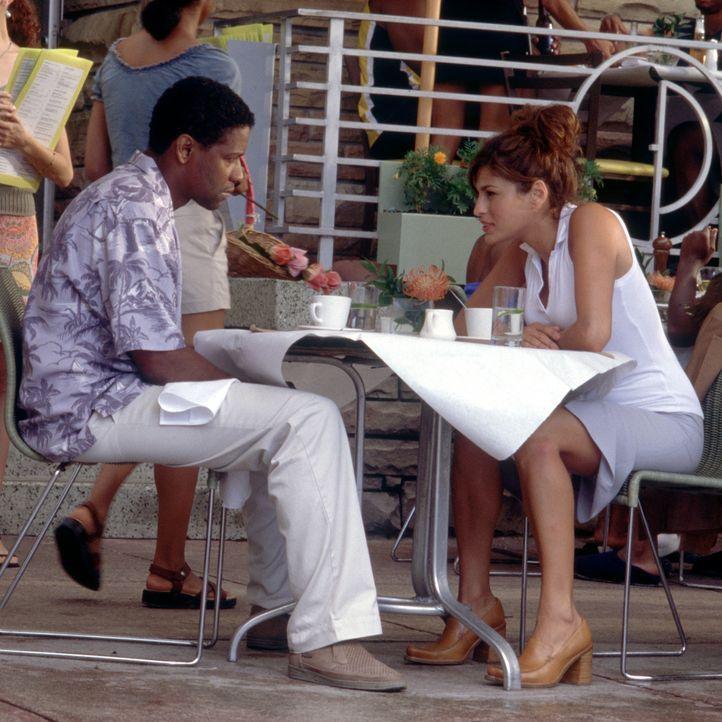 Als Noch-Gattin Alex (Eva Mendes, r.), die als Detective bei der Mordkommission in Miami arbeitet, zu ermitteln beginnt, ist Polizeichef Matt Whitlo... - Bildquelle: Nicola Goode Metro-Goldwyn-Mayer Studios Inc. All Rights Reserved.