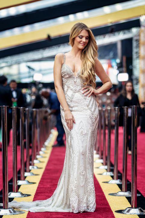 ProSieben-Moderatorin Viviane Geppert behält auch beim größten Filmpreis der Welt den perfekten Fashion- und Beauty-Überblick. - Bildquelle: Martin Ehleben ProSieben