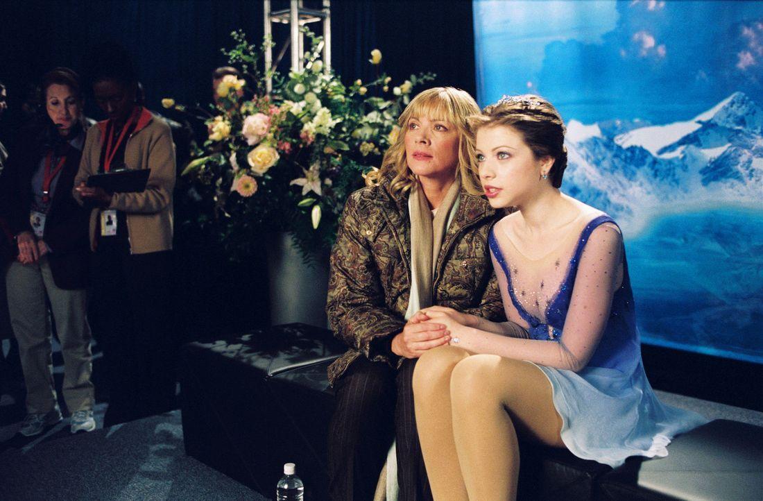 Als Casey (Michelle Trachtenberg, r.) die Chance erhält, mit der erfolgreichen Gen und ihrer Mutter Tina (Kim Cattrall, l.), einer ehemaligen Eisku... - Bildquelle: 2005 Disney Enterprises, Inc.