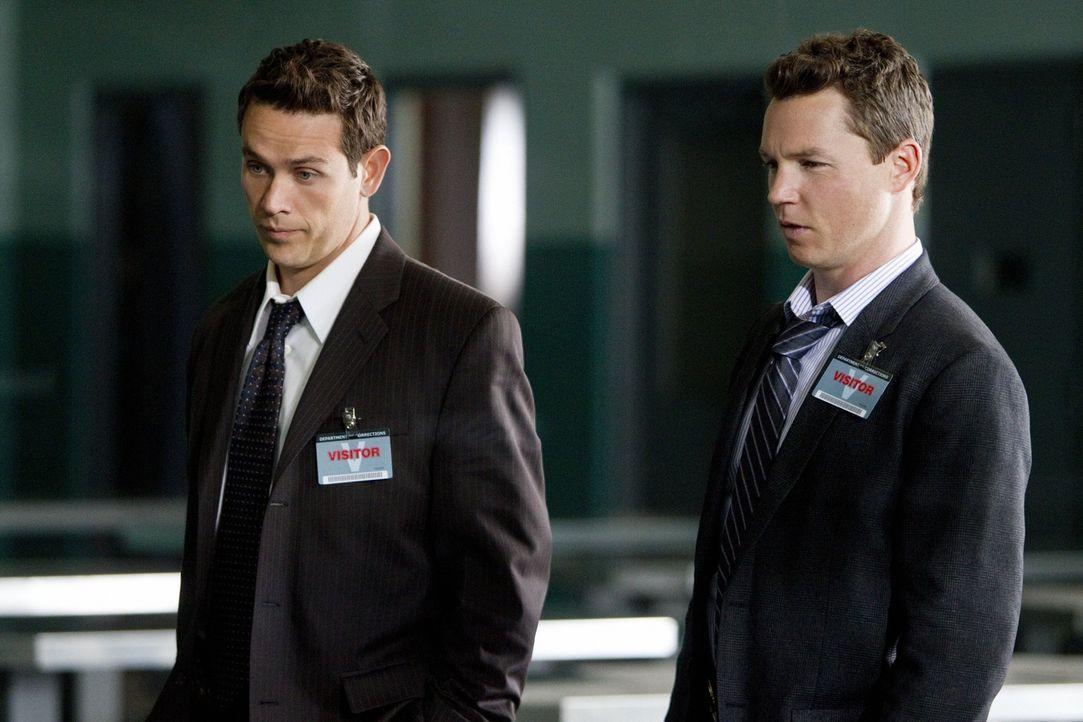 Sollen einen Kronzeugen bewachen: Detective Nate Moretta (Kevin Alejandro, l.) und Detective Sammy Bryant (Shawn Hatosy, r.)