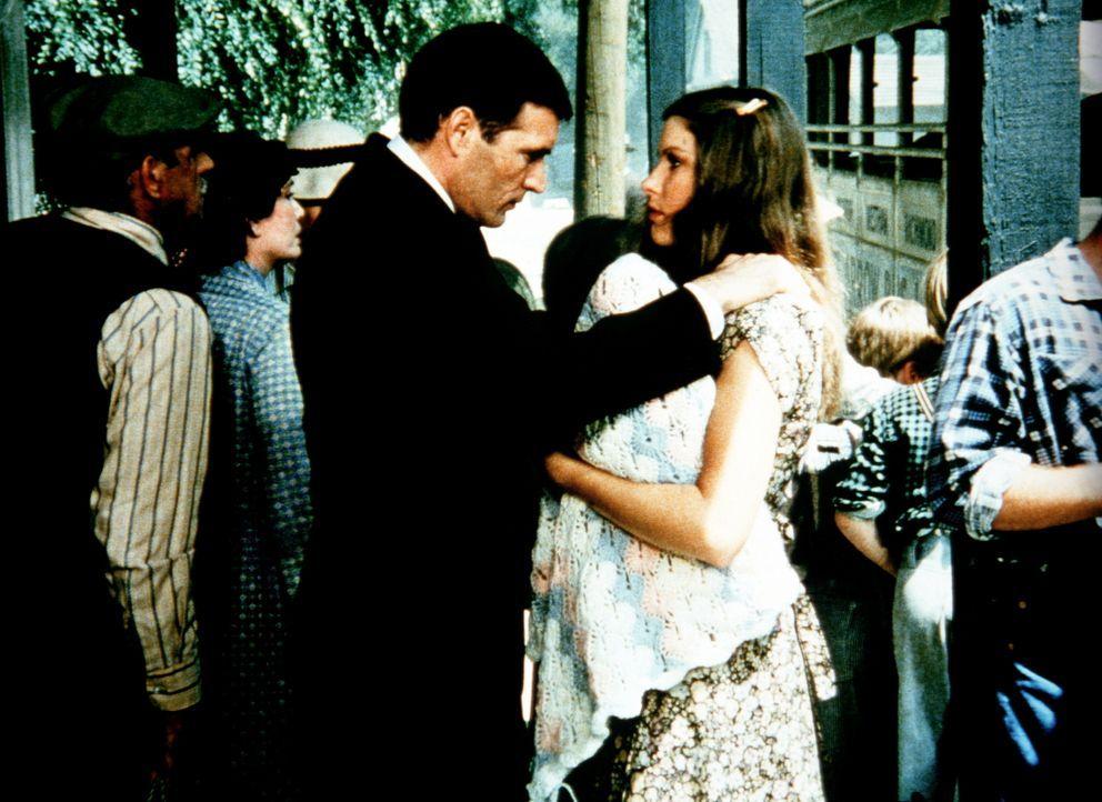 Curt (Tom Bower, l.) muss Abschied von Mary Ellen (Judy Norton-Taylor, r.) und seinem Baby nehmen ... - Bildquelle: WARNER BROS. INTERNATIONAL TELEVISION