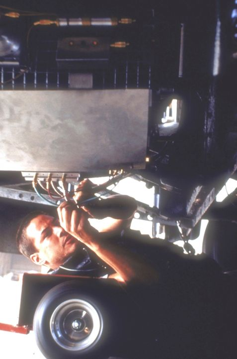 Wird es dem tapferen Polizisten Jack (Keanu Reeves) gelingen, die Bombe während der Fahrt zu entschärfen? - Bildquelle: Twentieth Century Fox of Germany
