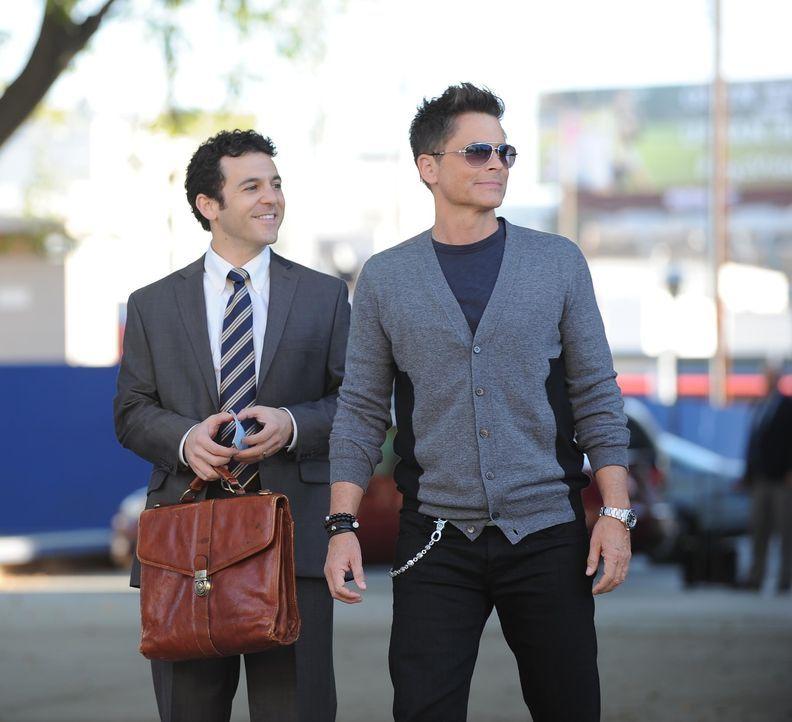 Das Verhältnis zwischen den Brüdern Stewart (Fred Savage, l.) und Dean (Rob Lowe, r.) ist angespannt und wird mit der Rückkehr des Schauspielers in... - Bildquelle: 2015-2016 Fox and its related entities.  All rights reserved.