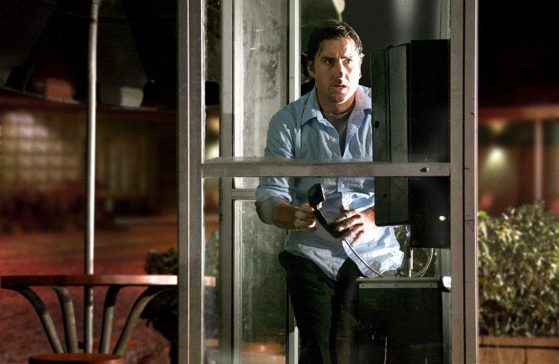 David (Luke Wilson), nervös und angespannt, versucht, sich mit einigen Videos abzulenken, die er in dem Hotelzimmer findet. Diese entpuppen sich als... - Bildquelle: 2007 CPT Holdings, Inc. All Rights Reserved. (Sony Pictures Television International)