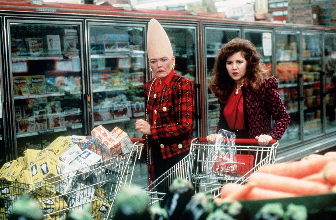 Auch das Einkaufen will gelernt sein: Prymaat (Jane Curtin, l.) gibt sich Mühe ... - Bildquelle: Paramount Pictures