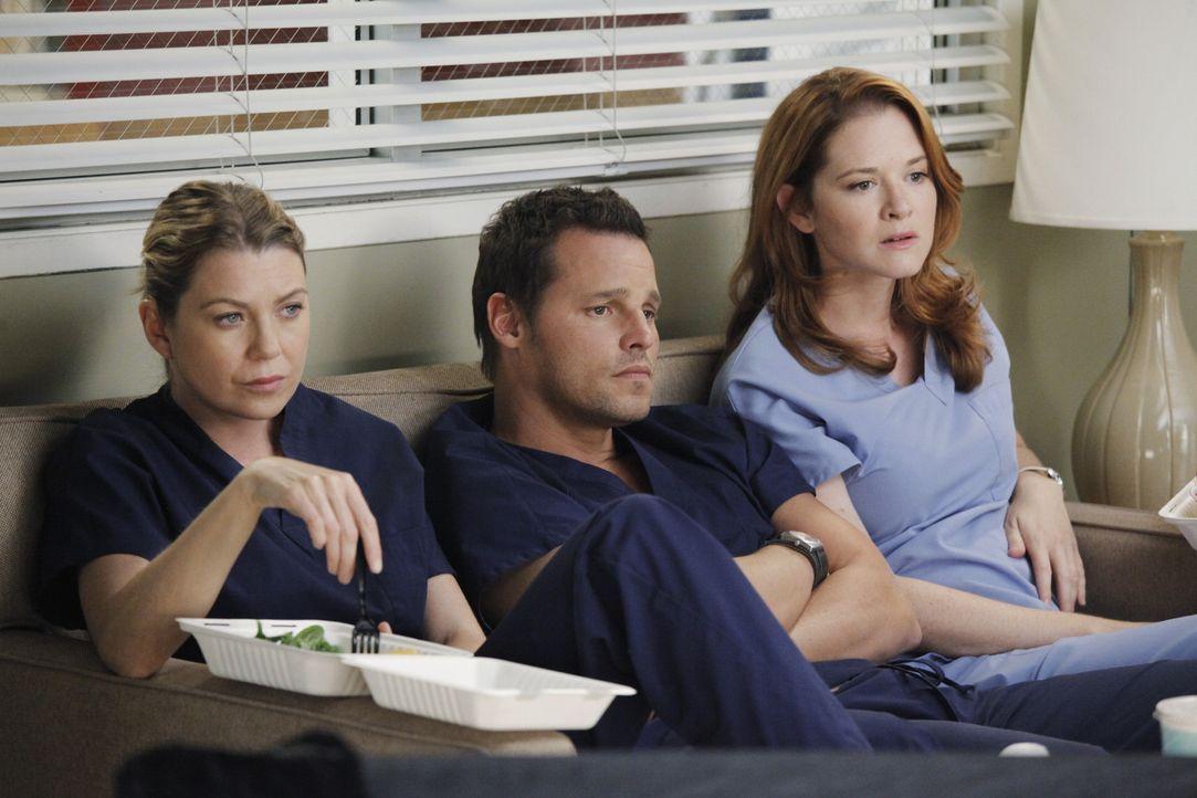 Rückblende: Der Flugzeugabsturz steckt alle noch tief in den Knochen: Meredith (Ellen Pompeo, 2.vl.), Alex (Justin Chambers, 2.v.r.) und April (Sar... - Bildquelle: ABC Studios