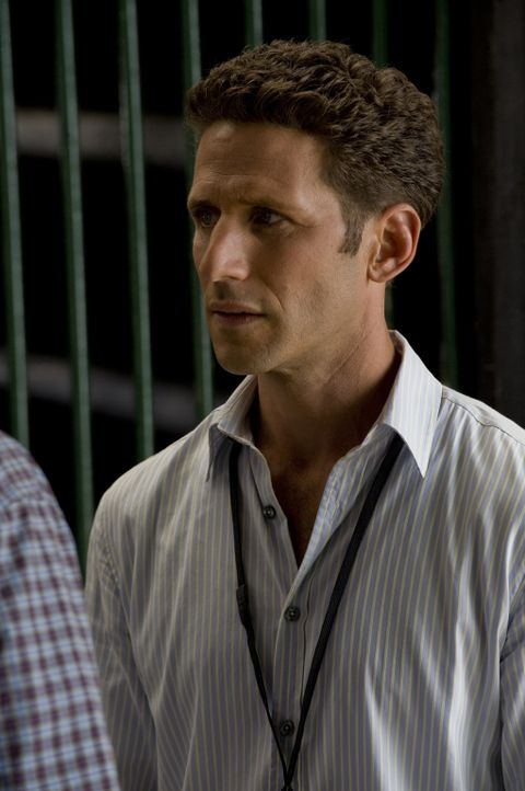 Ein neuer Fall wartet auf Dr. Hank Lawson (Mark Feuerstein) ... - Bildquelle: Universal Studios