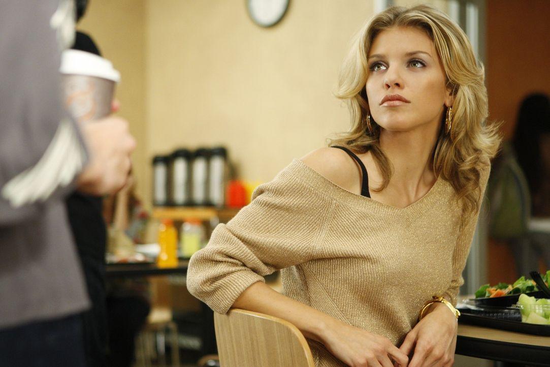 Verzeiht Naomi (AnnaLynne McCord) Adrianna den Ausrutscher? - Bildquelle: TM &   CBS Studios Inc. All Rights Reserved