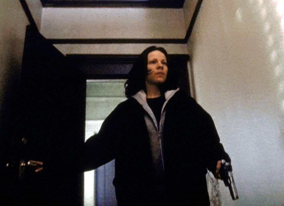 Die blinde Marty (Lili Taylor) bereitet sich darauf vor, dem Mörder ihrer Mutter gegenüberzutreten ... - Bildquelle: TM +   2000 Twentieth Century Fox Film Corporation. All Rights Reserved.